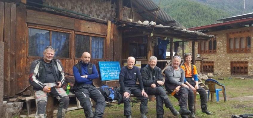 På en offroad-tur i riktning mot Kina, Bhutan på MC